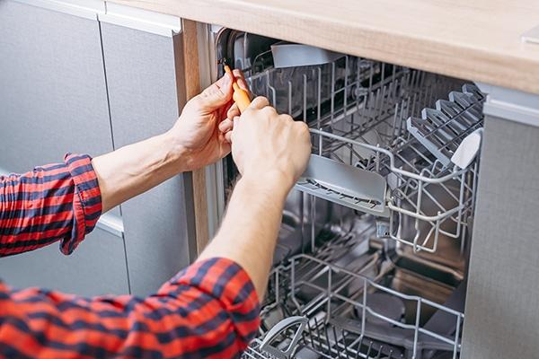 dishwasher door won't close
